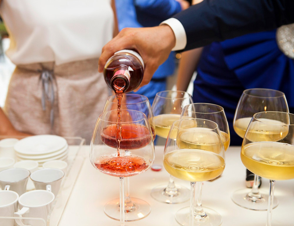 protocolo servir vino